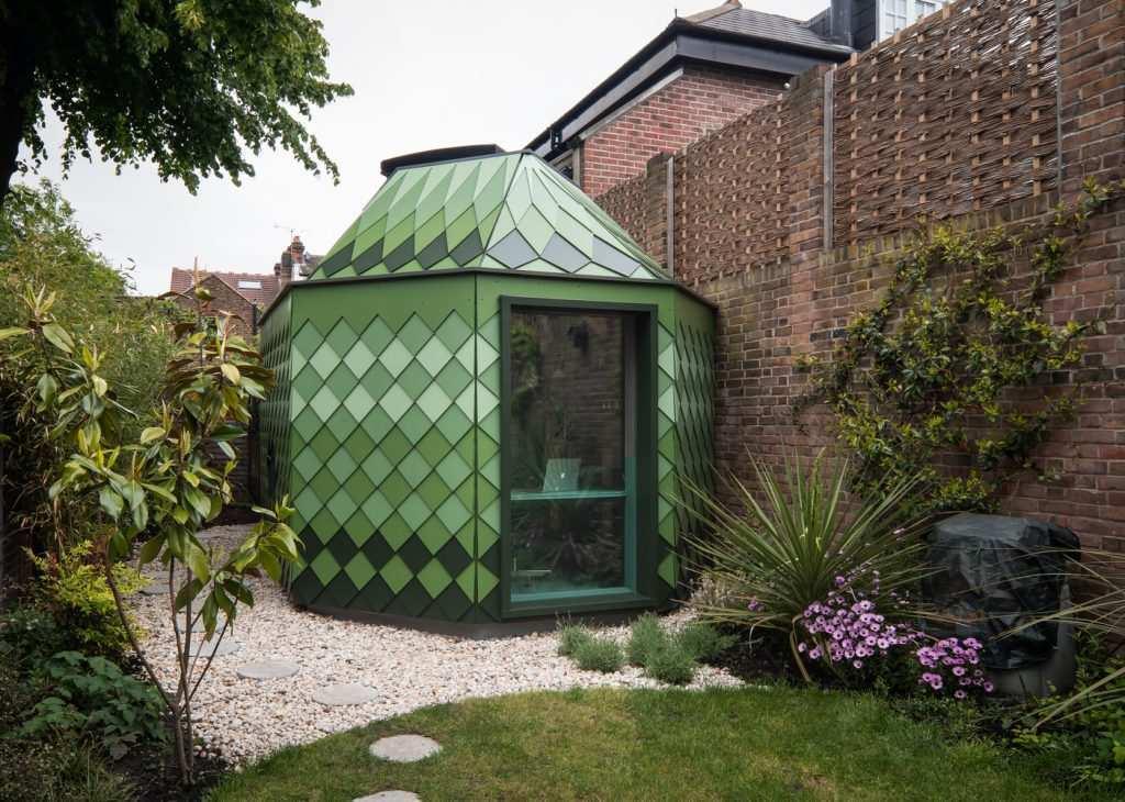 bahçede minimal bir oda